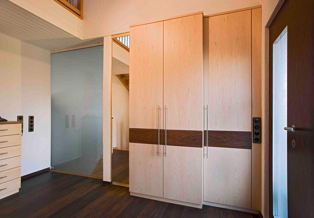 raumteiler windfang eichenhaus gleitt ren schr nke raumteiler. Black Bedroom Furniture Sets. Home Design Ideas